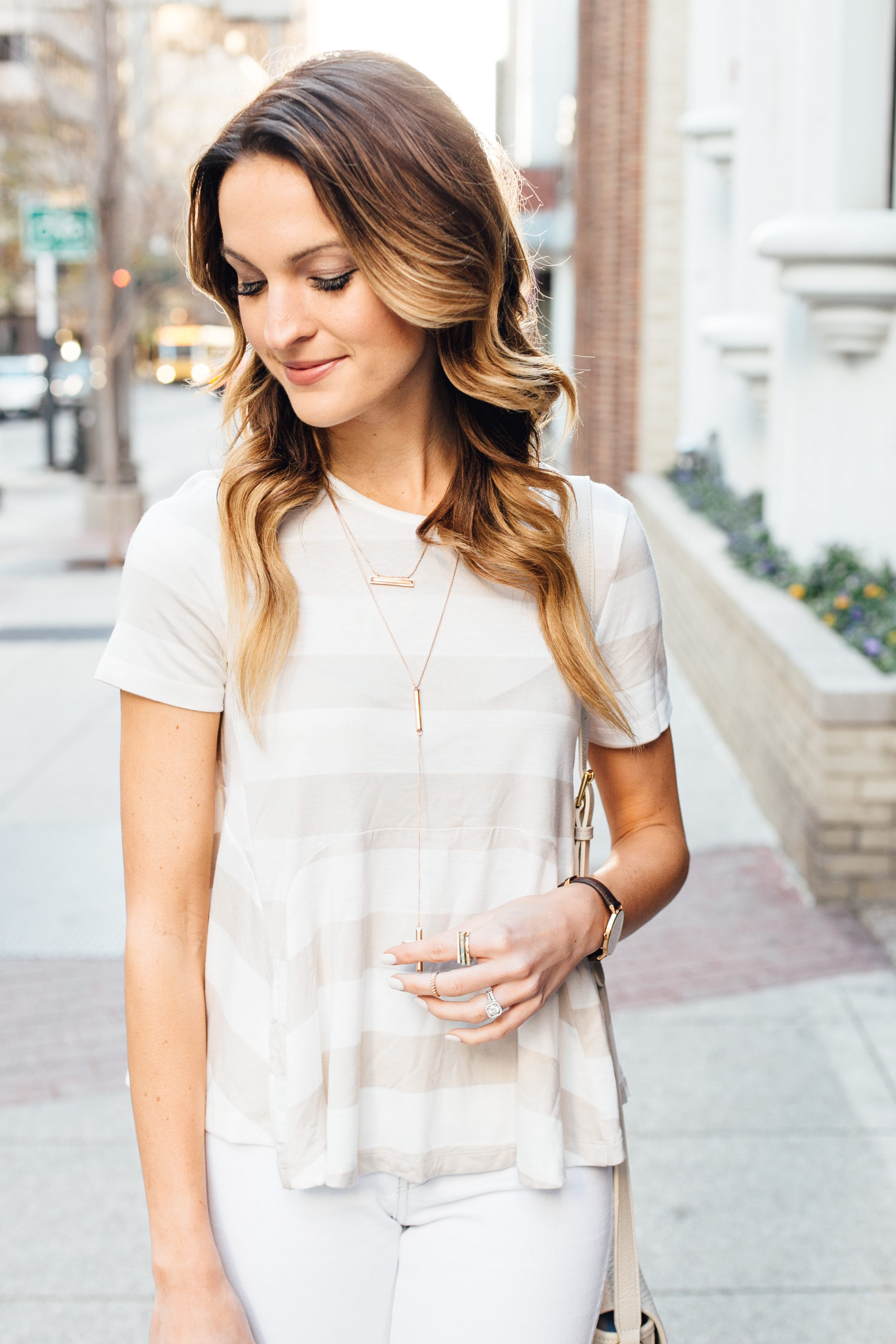 everyday neutrals: kendra scott jewelry + anthro top