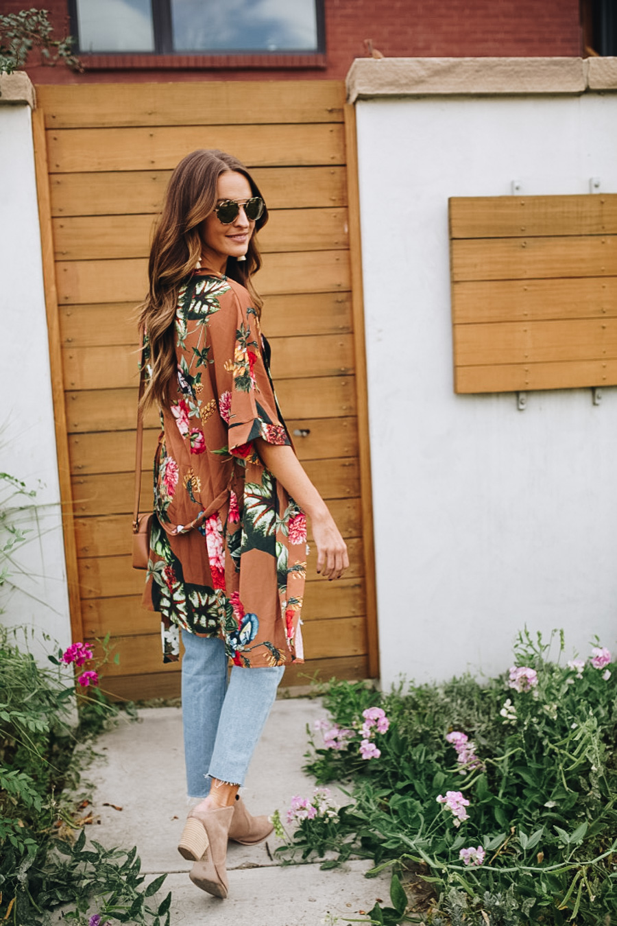 lauren sims fall kimono and boyfriend jeans