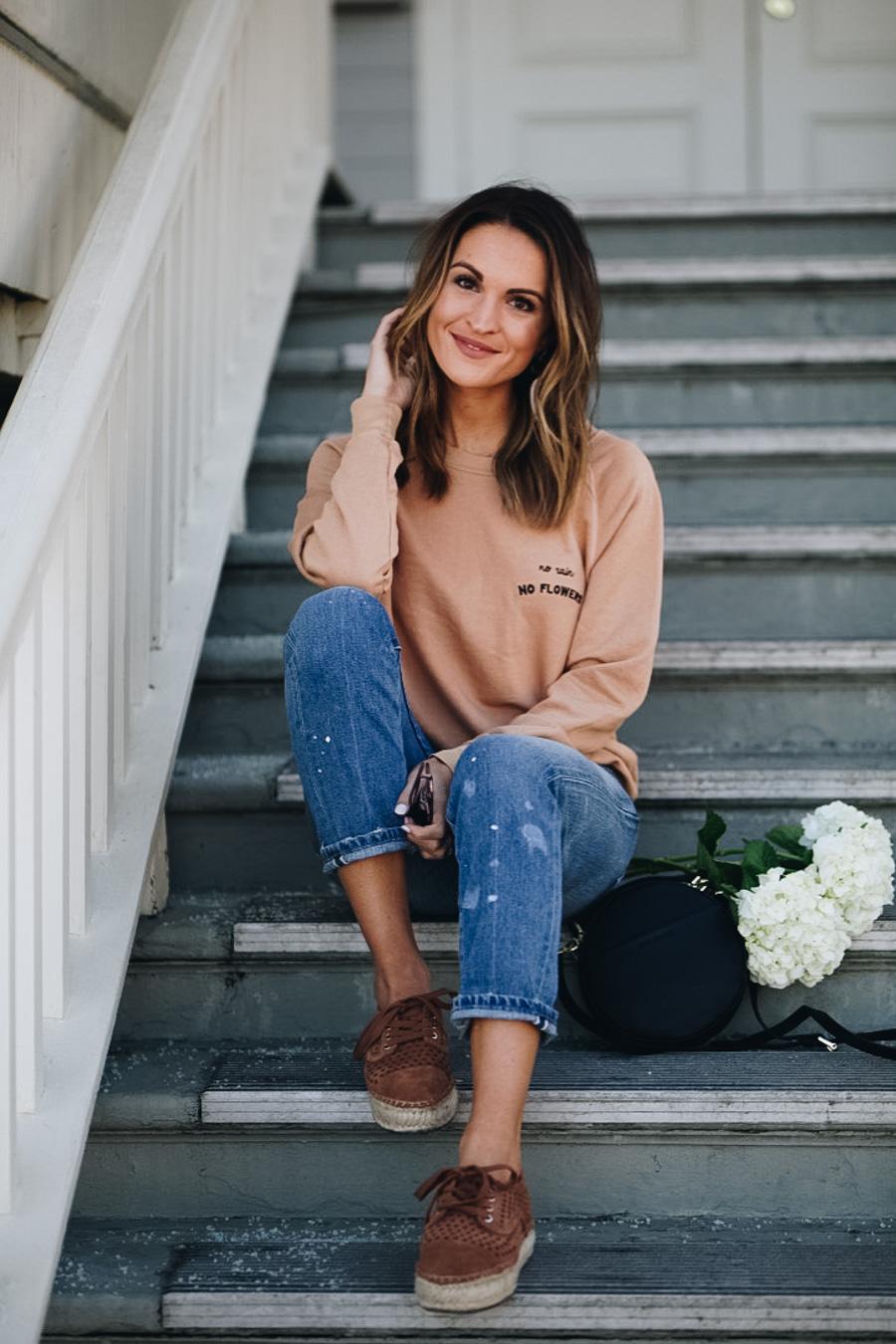 lauren sims free people sweatshirt levis jeans