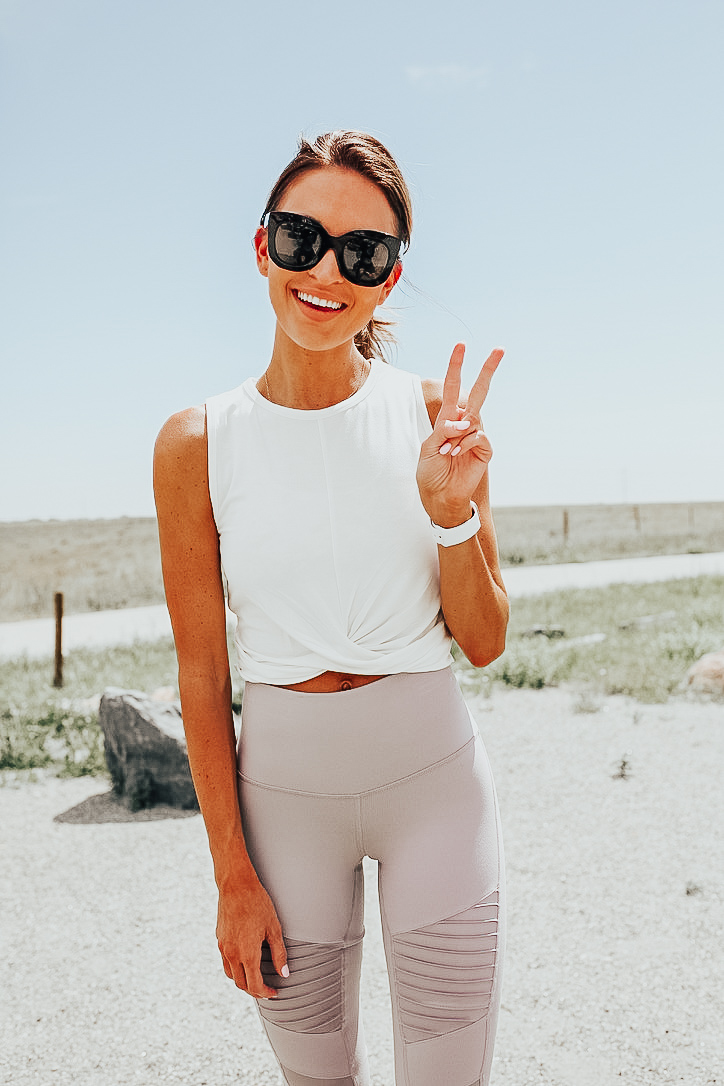 white workout crop top knotted front blush alo leggings