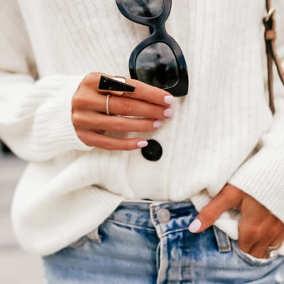 how to dress up ripped jeans and a ponytail